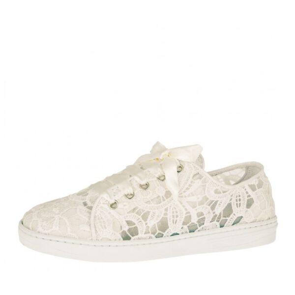 sneakers voor trouwjurk